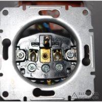 RYS.5 Widoczne oznaczenia połączeń na gniazdku